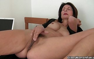 Porn will get mom's pussy racy