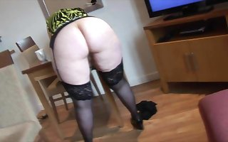 Curvy mature granny with big round butt and perishable pussy
