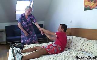 Comme �a old granny is doggystyle fucked