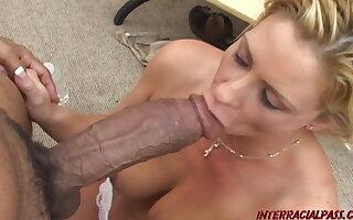 Texan MILF Phyllisha takes on her First Black Cock